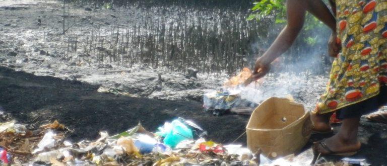 Article : Bordure de mer, cette autre poubelle urbaine