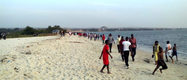 Article : Plage de Conakry, «the place to be»