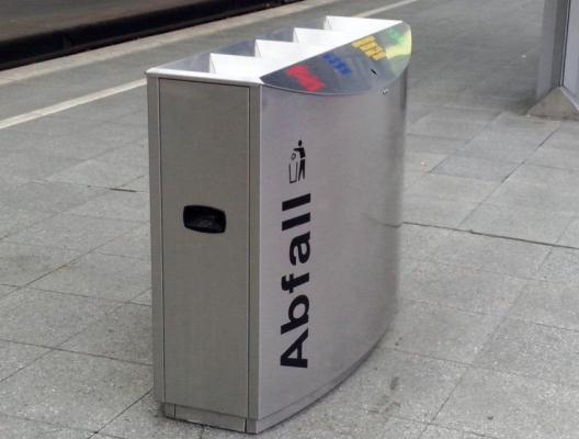 Poubelle en gare de Cologne - Crédit photo: Alimou Sow