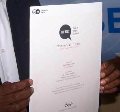 Certificat du Meilleur blog francophone - Crédit photo: Alimou Sow