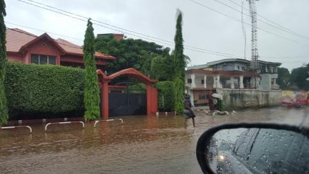 Une rue de Conakry sous la pluie - crédit photo: Alimou sow